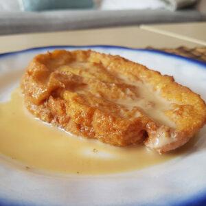 Torrijas con sirope de miel o azúcar. Mamá Naranja